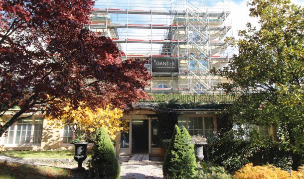 Scaffolding and Ganter banner on the Villa Montreux 3
