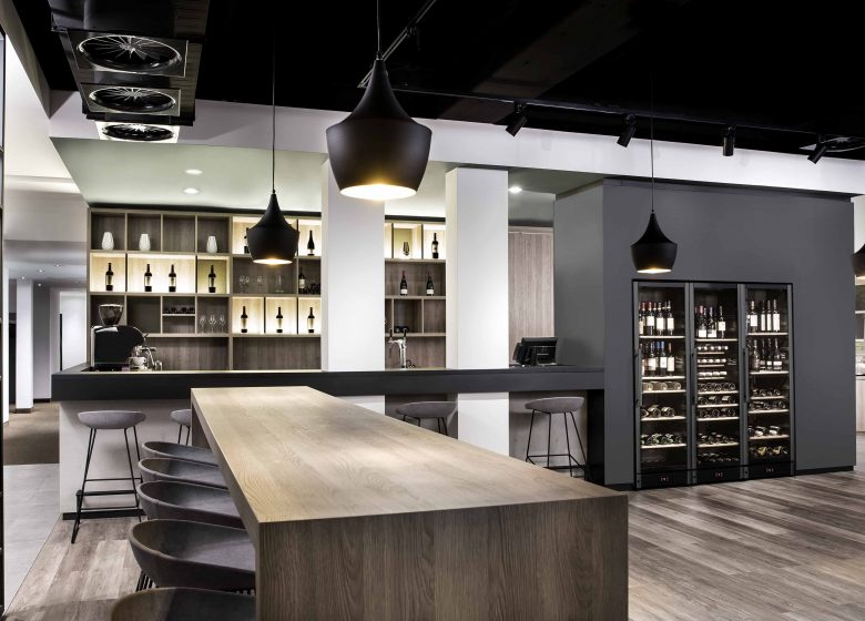 bar and wine cabinet in the modern nestor hotel in Neckarsulm